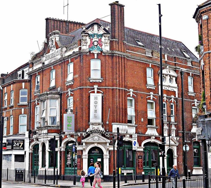 Beaconsfield pub Green Lanes