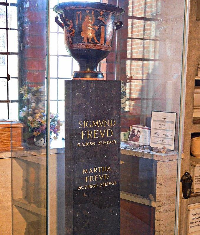 CREMATORIUM Sigmund Freud urn