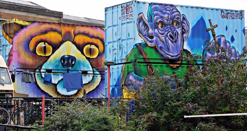 Graffiti just west of Kingsland Rd