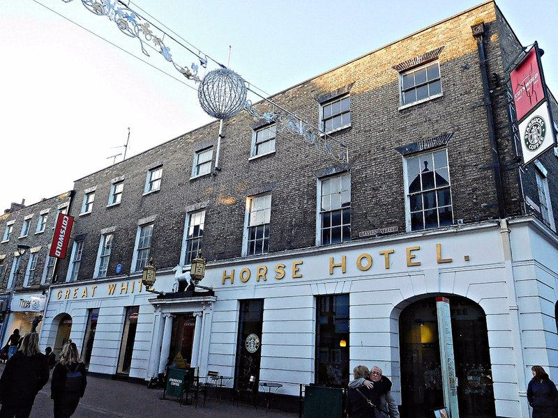 LEI 10k Great White Horse Hotel Tavern Str