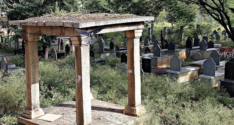SANG 1b Hindu graves at Lalbagh crematorium
