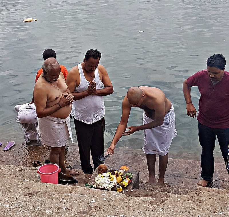 SANG 3c Mourners performing a Pooja by the Cauvery