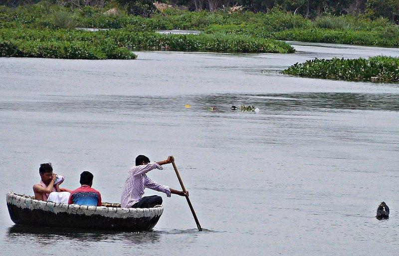 SANG 3g Rowing a coracle towards the lingam