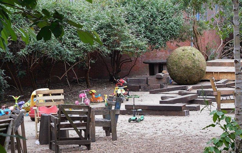 Dalston Curve Garden- children'splay  area