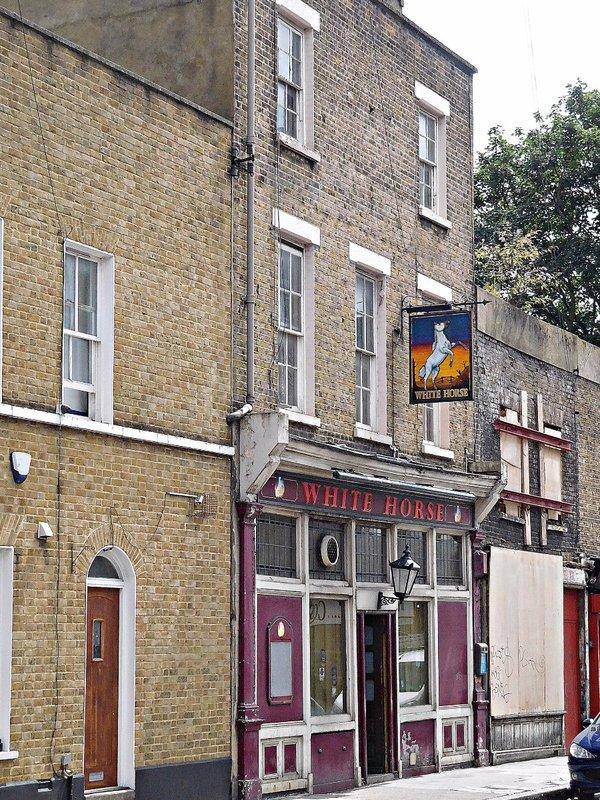 White Horse pub in White Horse Rd