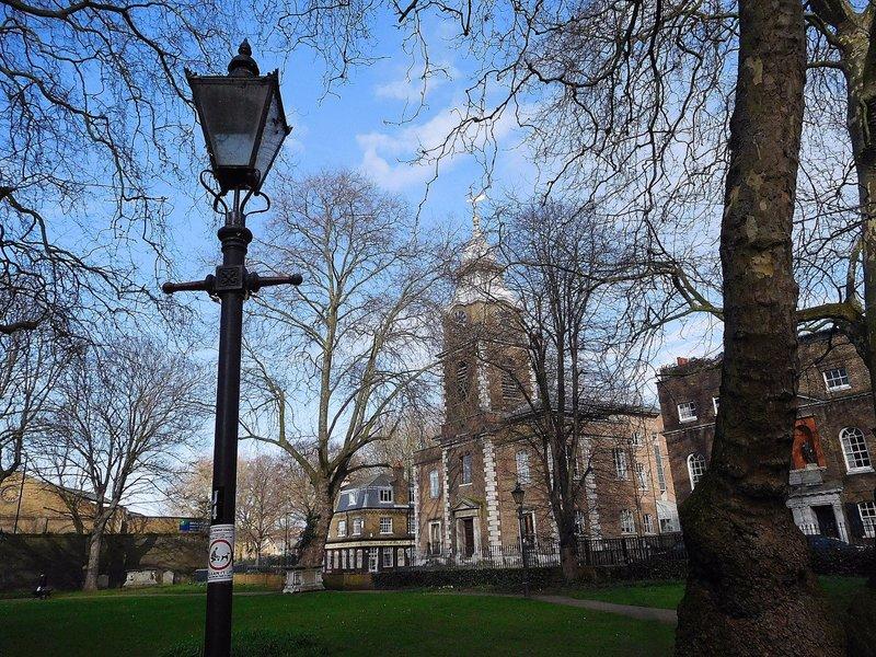 St Johns Churchyard Wapping