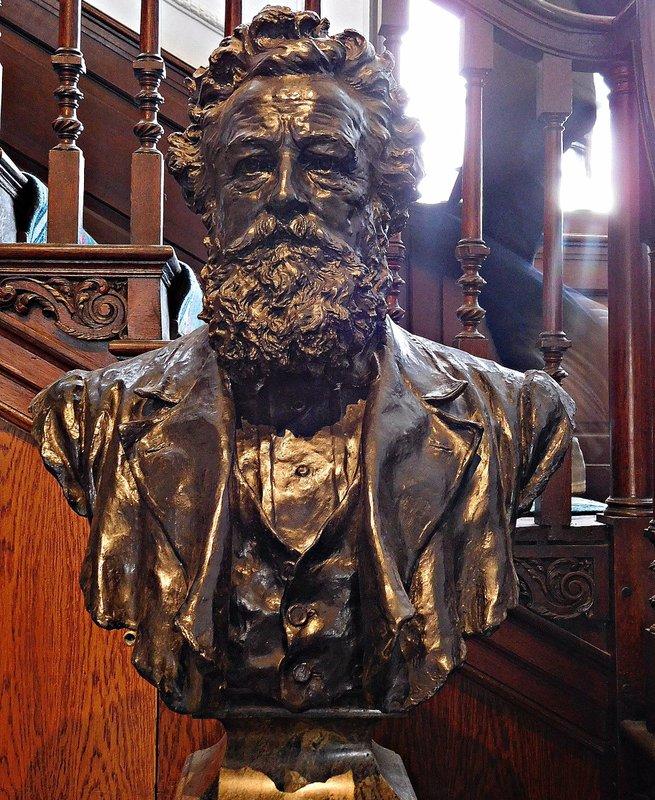 William Morris Gallery: William Morris in  bronze