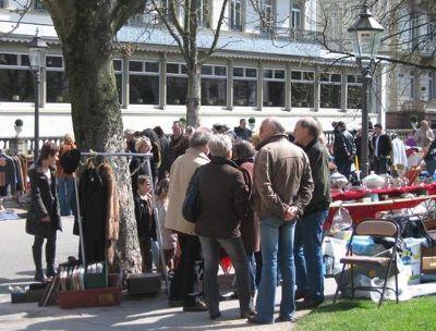 3952170-Fur_Coats_On_Sale_At_The_Flea_Market.jpg