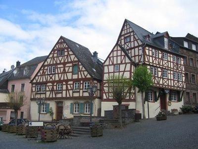 4016588-Marktplatz_Zeltingen_Rachtig.jpg
