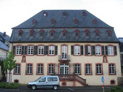 4016593-18th_century_manor_Zeltingen_Rachtig.jpg