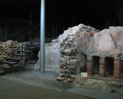 4020845-Ruins_Of_The_Roman_Baths.jpg