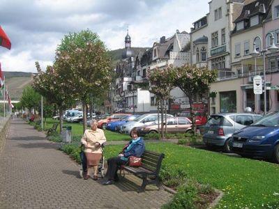 4063478-River_promenade_Zell.jpg