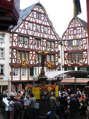 4074987-Weinfest_Wine_Festival.jpg