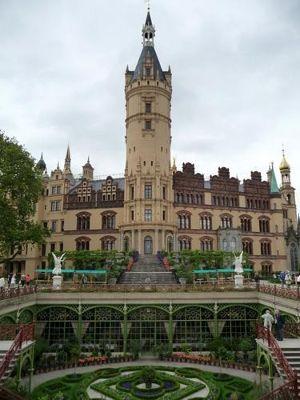 4527495-Schloss_and_orangerie_garden_Schwerin.jpg
