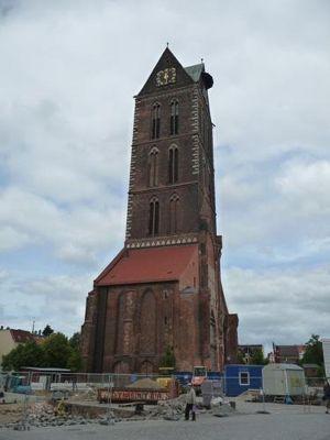 4579680-Whats_left_of_Marienkirche_Wismar.jpg