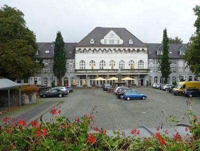 4906251-Market_square_and_restaurant_Essen.jpg