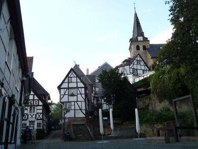 4910598-Kirchtreppe_ensemble_Essen.jpg