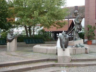 5898610-Lederstrumpfbrunnen_Edenkoben.jpg