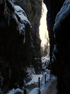 6077699-Partnachklamm_Garmisch_Partenkirchen.jpg