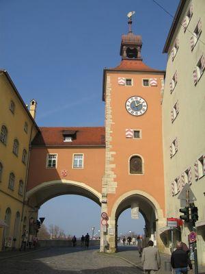 6469704-Brueckenturm_Regensburg.jpg