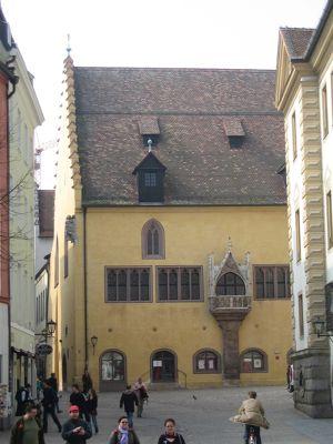 6470978-Old_City_Hall_Regensburg.jpg