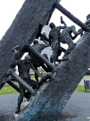 6507610-Monument_to_mining_in_Freiheit_Essen.jpg