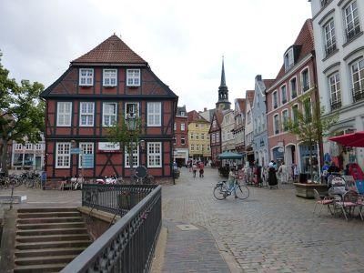 6798814-Fischmarkt_and_Waage_Stade.jpg