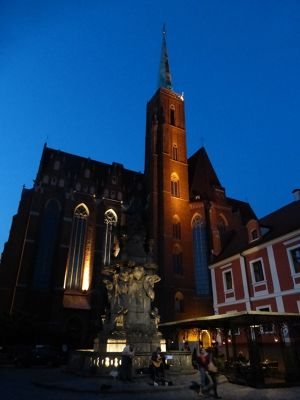 7154373-Blue_Hour_in_Ostrow_Tumski_Wroclaw.jpg