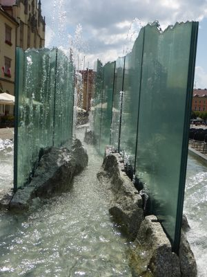 7180189-The_Modern_Fountain_Photo_Tip_Wroclaw.jpg