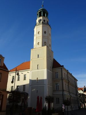 7542022-Town_hall_Olesnica.jpg