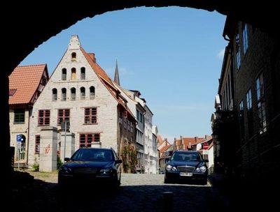849134604579105-Passing_unde..ai_Rostock.jpg