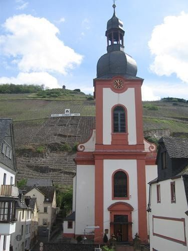 Parish church and Schwarze Katz vineyards - Zell