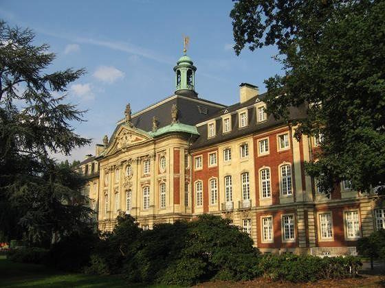 large_4587751-Schloss_garden_side_Muenster.jpg