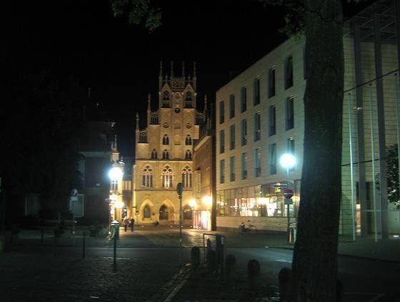 large_4593004-City_hall_Muenster.jpg