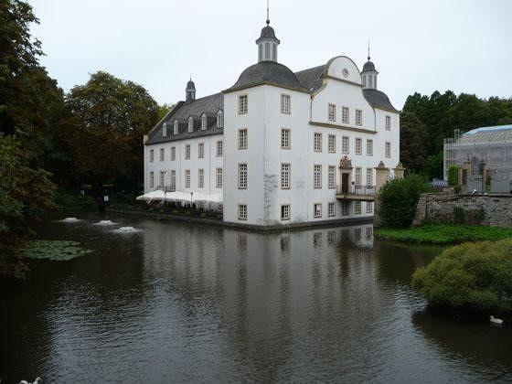 large_4905092-Schloss_Borbeck_Essen.jpg
