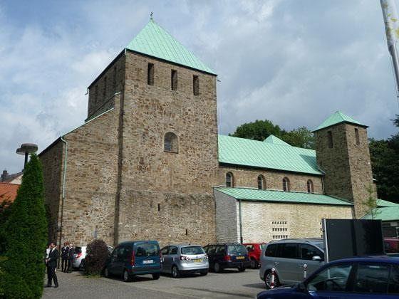 large_4909877-Catholic_Church_of_St_Lucius_Essen.jpg