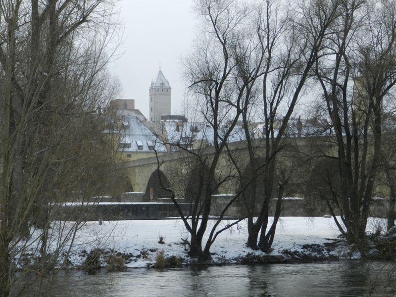 large_6467455-Promenade_on_the_Islands_Regensburg.jpg