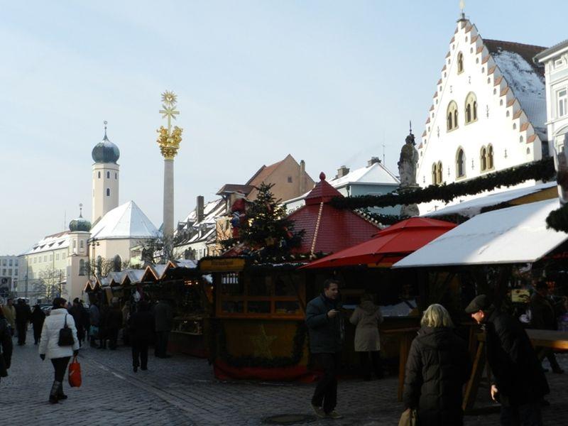 large_6469231-Christmas_Market_Straubing.jpg