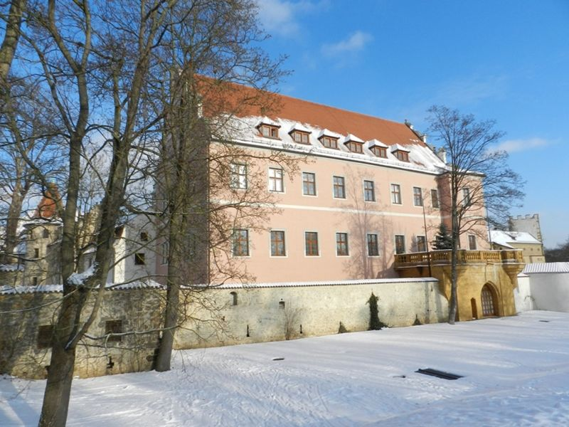 large_6473211-Schloss_and_Arsenal.jpg