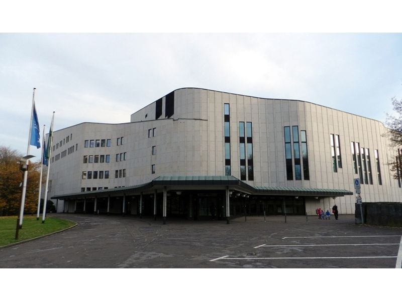 large_6507742-Front_facade_and_main_entrance_Essen.jpg