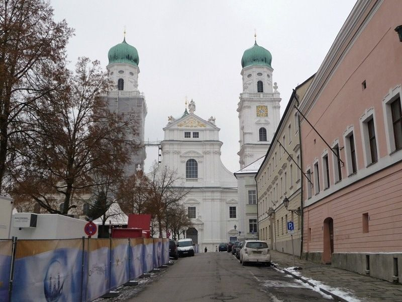large_6581043-Dom_The_Cathedral_Passau.jpg