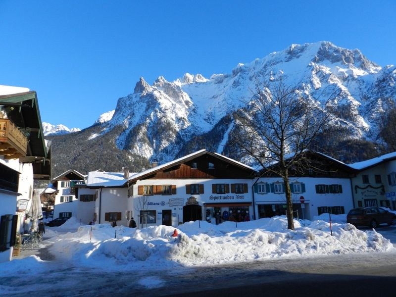 large_6771582-Reaching_the_town_centre_Mittenwald.jpg