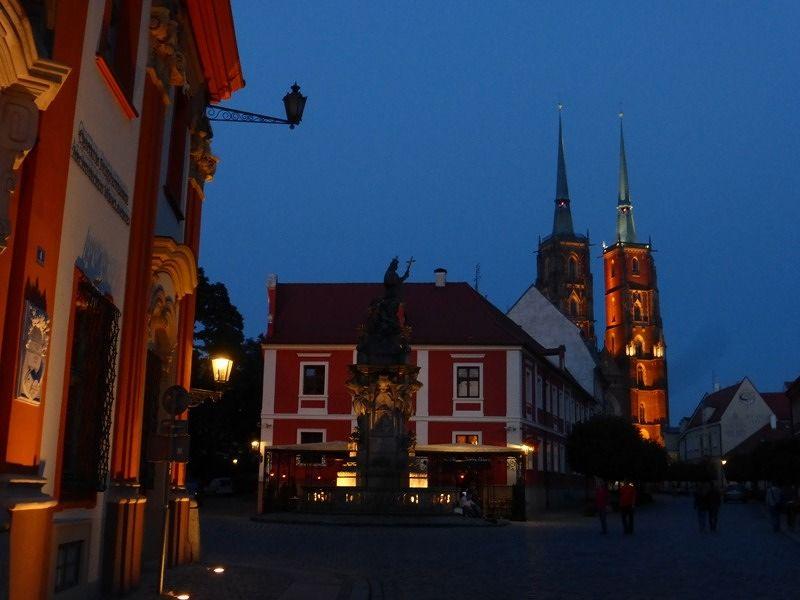 large_7154372-Blue_Hour_in_Ostrow_Tumski_Wroclaw.jpg