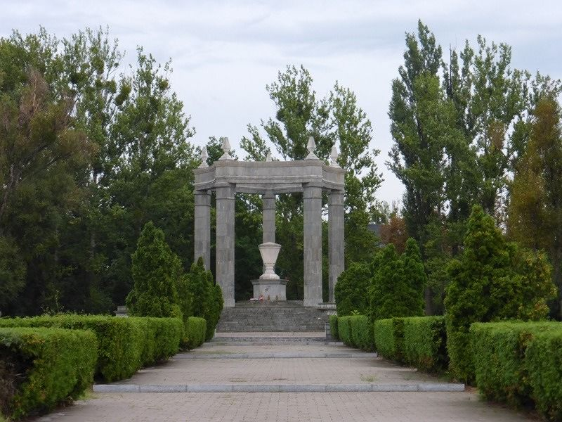 large_7166228-Soviet_Military_Cemetery_Wroclaw.jpg