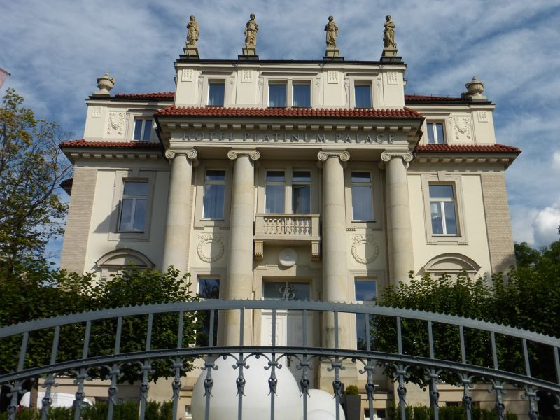 large_7172267-KRZYKI_Villa_Schottlaender_Wroclaw.jpg