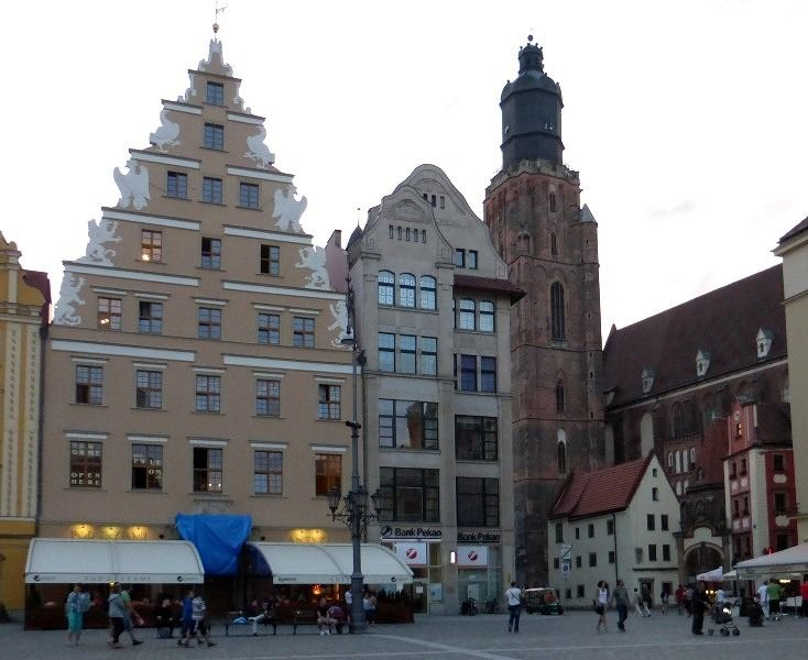 large_7173226-Traditional_place_in_Rynek_Wroclaw.jpg
