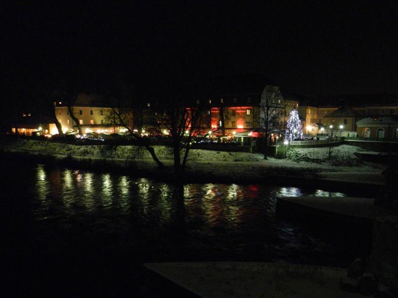 large_758064116464889-Christmas_Ma..Regensburg.jpg