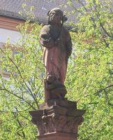 4034365-Jester_fountain_Ettlingen.jpg