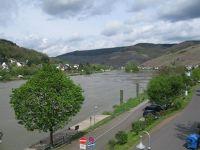 4063479-Mosel_valley_seen_from_Zell_Zell.jpg