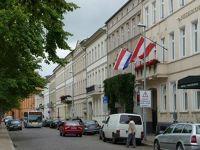 4529023-Around_Pfaffenteich_Schwerin.jpg